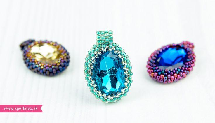 Kreatívny kurz Obšívaný kabošón. Na tomto kurze sa naučíš ako si pomocou japonských korálok sama ušiješ zaujímavý šperk. Obšívať sa budú krásne sklenené...