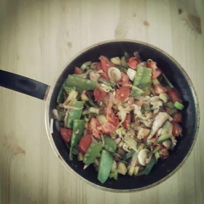 Almoço Simples, Bonito e com Vida! http://acozinhaverde.blogspot.pt/2014/02/o-prazer-de-fazer-aquilo-que-gostamos.html
