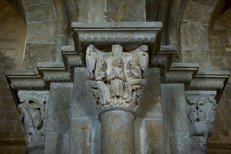 Vézelay Sainte Eugénie - Légende de Sainte Eugénie, chapiteau basilique de Vézelay : Eugénie prouvant qu'elle est une femme. | Canon (EOS 5D Mark II) | 70mm | 1/50s | f/2.8 | ISO 1000