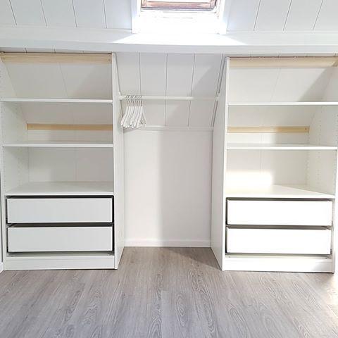 De inbouwkledingkast op de slaapkamer. Voor de kast op zichzelf zijn 2 pax kasten met lades en boorden van ikea op maat gemaakt en onder de schuine wand geplaatst. De deurtjes maakt @biba_1973 zelf. Nog even nadenken over hoe we die er uit willen laten zien. Wordt vervolgd...  #tramhuis #tramhuis61 #nogsteedsnietklaargeknutseld #inbouwkast #paxkast #ikea #kledingkast #interieur