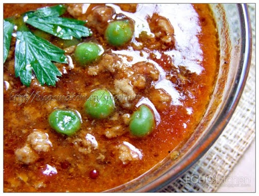 Keema Curry (Minced Meat Curry)-  is a Pakistani dish normally made from minced beef or mutton, I used minced turkey in my recipe, and it still taste stunning! You just gotta try it!    http://spicehunt.blogspot.sg/2011/09/keema-curry-minced-meat-curry.html
