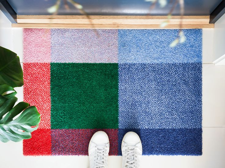 Mix Meadow doormat is a play with colors, where the various rectangles meet in different colour mixes.