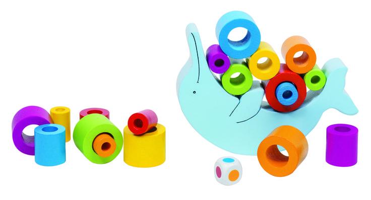 ¡Hola! ¿Vemos otro juguete? En este caso se trata de tener habilidad y equilibrio, ¡que no se caigan las piezas!! Desarrolla la motricidad fina. #juegosdehabilidad #juguetemadera #juegodemesa  http://www.babycaprichos.com/delfin-de-equilibrio-de-madera.html