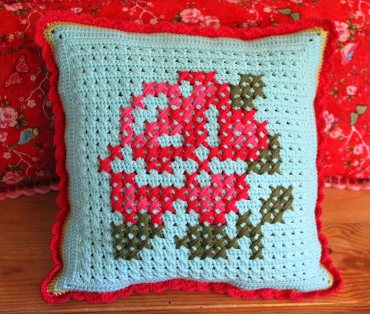 virka kudde korsstygn spetskant ros gratis mönster