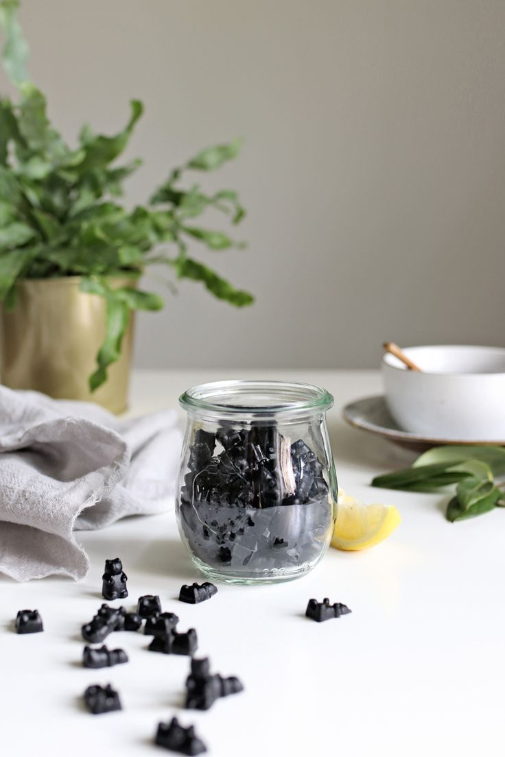 These activated charcoal gummies are ideal for helping the body recover from illness. Collagen boosts gut health while the charcoal removes toxins from the digestive tract.