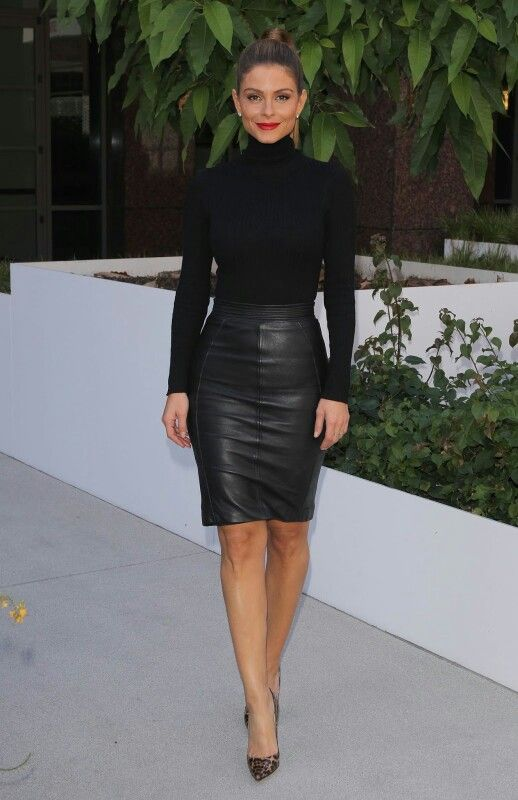 Maria Menounos donned a simple black knit turtleneck by Naked Wardrobe, while she opted for a chic leather pencil skirt from Reiss Fashion that ended just above the knee, and served to showcase her impressively toned legs