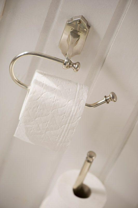 Toalettpappershållare i mässing Nostalgi i en fantastiskt form, när du väljer denna toalettpappershållare väljer du en klassisk modell med en attraktiv kn