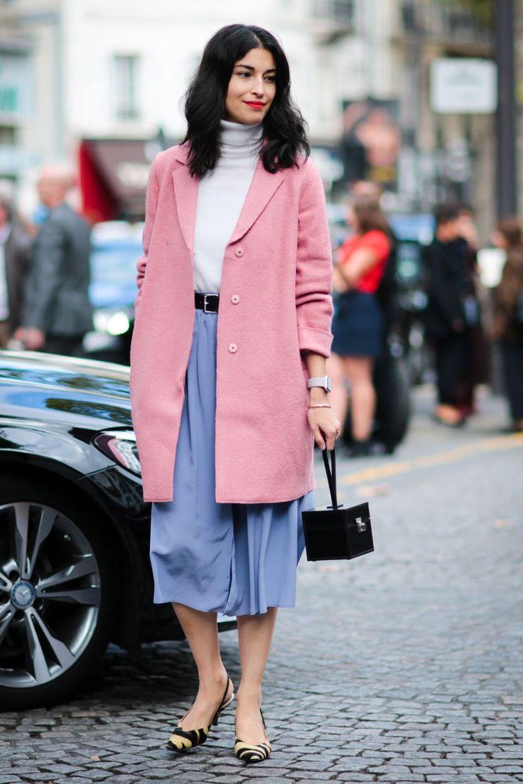 Die besten Streetstyles der Paris Fashion Week Frühling/Sommer 2017 #refinery29  http://www.refinery29.de/2016/10/125377/street-style-paris-fashion-week-ss17#slide-1  Pinkfarbene Mäntel kann man in den aktuellen Herbstkollektionen zur Genüge bewundern und Caroline Issa ist Fan des Trends....