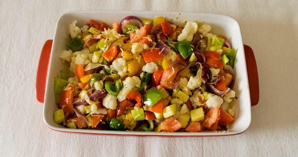 Vegetarische ovenschotel die je perfect zo kan serveren. Of met een stukje vis of vlees! Voedingswaarde (per portie) Calorieën: 210 Eiwitten:14,2 g Koolhydraten: 15,4 g Vetten: 8,6 g