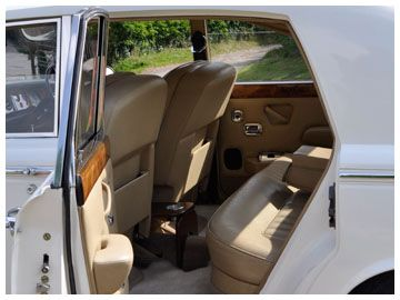 Gorgeous and spacious interior in luxurious biscuit leather.