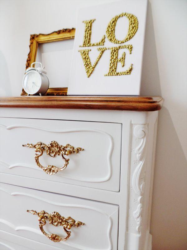 HappyEndings - Cómoda reciclada estilo Queen Anne, pormenor tallha! Love it <3