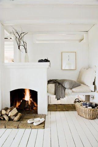 { Pour ou Contre } Une cheminée dans la chambre...? | http://www.decocrush.fr // #fireplace #bedroom