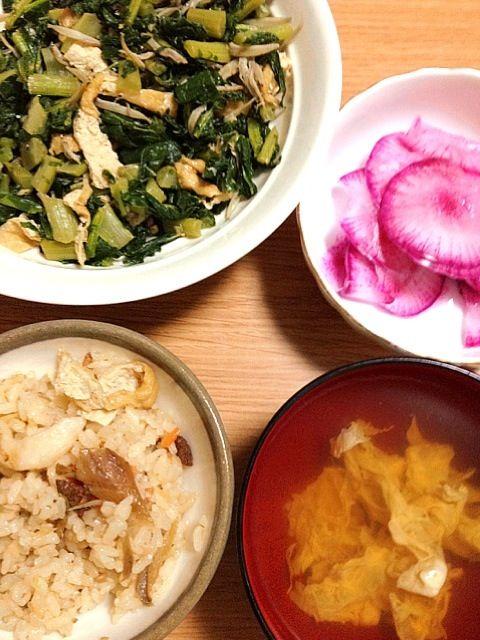 炊き込みご飯美味しい(^O^☆♪ - 5件のもぐもぐ - あさりととりごぼうの炊き込みご飯、お吸い物、大根菜と小女子の炒め、赤大根の甘酢漬け‼(*^^*) by misama