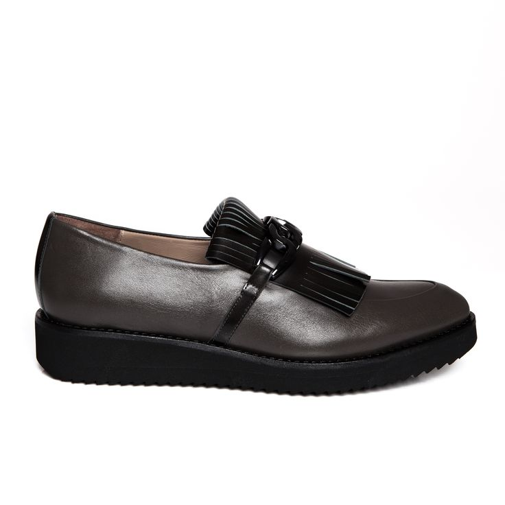 ZURBANO | Swing - grey brown loafers in matte leather with subtle tassels, metallic clamp