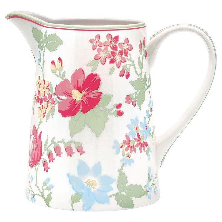 Einfach nur traumhaft! Der nostalgische Krug eignet sich nicht nur als Wasserspender, sondern auch für Saft oder Milch. Ebenso als dekorative Blumenvase ein echter Blickfang auf Deinem Küchentisch. In verschiedenen Mustern erhältlich. #greengate #spring #summer #home #living