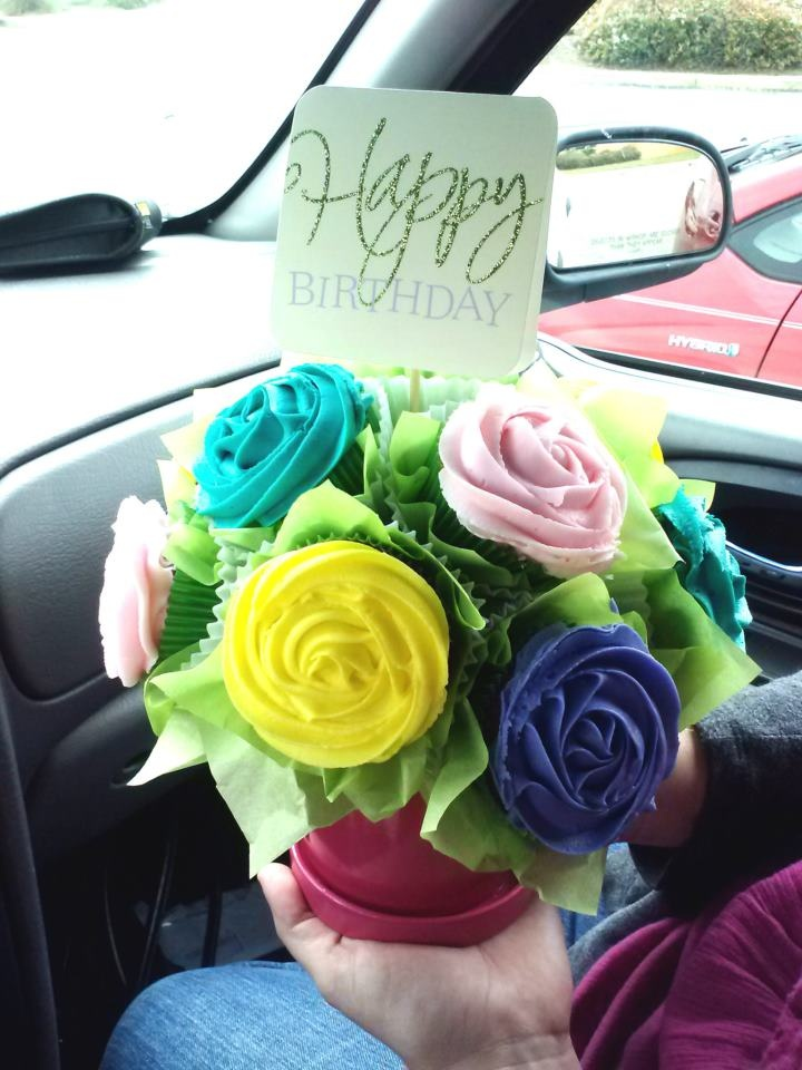 54 best Cupcake and chocolate Bouquet images on Pinterest   Cupcake ...