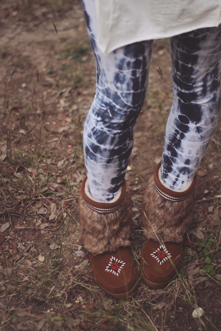 Minnetonka Mukluk Low Boots on roots and feathers