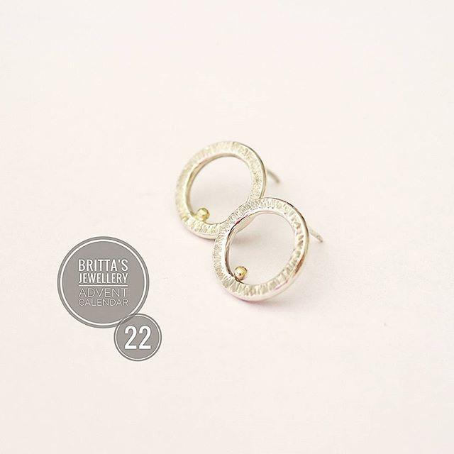 Full circle. Have a lovely day, everone! #creatrice #handmade #faitmain #minimaliste #makersgonnamake #makersmovement #simplicityfound #Minimalist #crafts #gifts #adorn