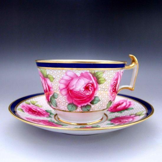 スポードのゴージャスで美しいカップ&ソーサー『薔薇の女王』 です。手描き、本物の迫力をご覧くださいませ。       ⇩ http://eikokuantiques.com/?pid=95799211   #アンティーク #イギリス #英国 #アンティークカップ #英国アンティークス #スポード #薔薇