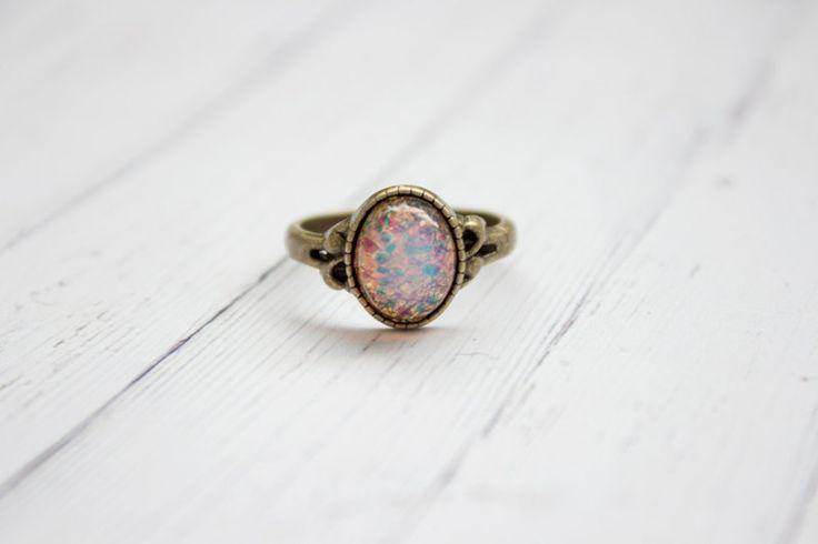 Zierlicher Vintage Rosa Feuer Opal Ring In Bronze von Kalinkati auf DaWanda.com