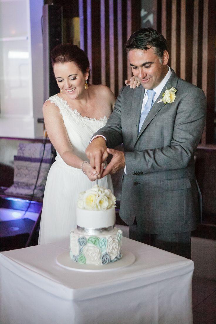 Lucy and Rob. Bistro C , Karen Buckle photography, noosa weddings Sunny Girl Cakes
