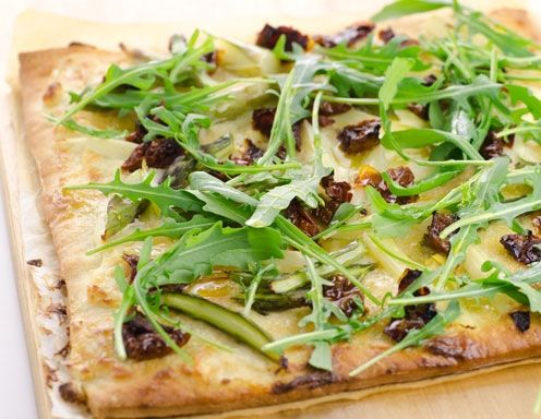 Rezept für Spargelpizza mit getrockneten Tomaten