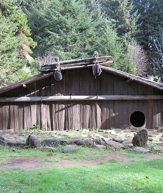 Native american shelter plank house plankhouses are native for Northwest house