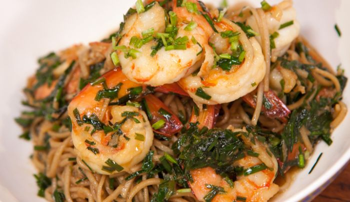 Stir-Fry Prawns with Garlic Chives