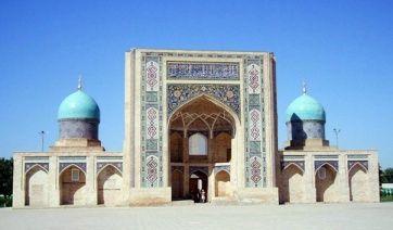 Медресе Баракхан расположено к северо-западу от центральной части Ташкента, на территории религиозно-культового комплекса «Хазрати-Имам». Рядом с медресе находятся также Мавзолей Каффаль Шаши, мечеть Хазрати-Имам, мечеть Тилла-Шейх, мавзолей Хазрати-Имам и Исламский институт. В настоящее время медресе Баракхан является одним из самых посещаемых туристических объектов Ташкента.
