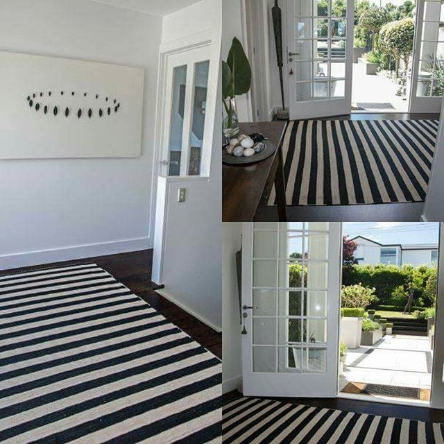 Balance between black and white, the Geometric Kilim creates a striking look in this fantastic space. #kilim #rugdesign #rugs #geometric #geometricdesigns #blackwhite #stripes #sourcemondialNZ #interiordesign