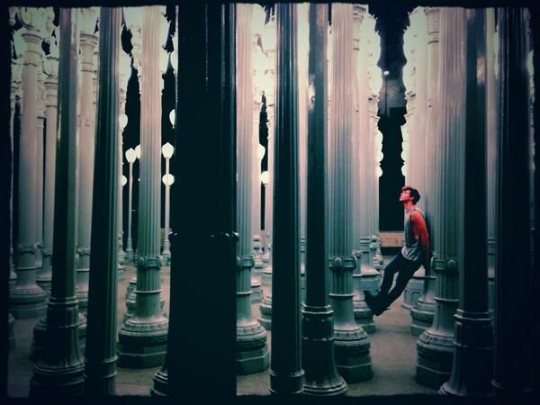 I love this picture if Ashton omfg he looks like a model.
