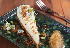 Ädelost cheesecake med päronkompott
