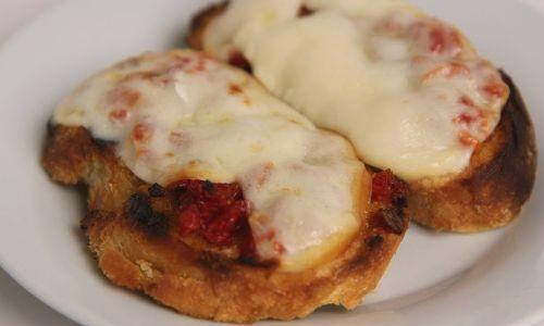 Sun Dried Tomato and Smoked Mozzarella Bruschetta Recipe
