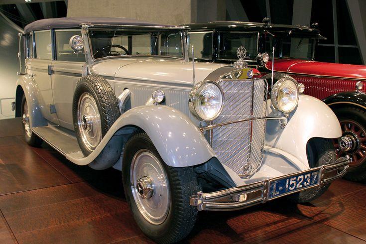 En introduisant le premier moteur à combustion dans la structure des automobiles dès 1886, Karl Benz –un des fondateurs du constructeur allemand Mercedes-Benz- devient le pionnier d'une industrie qui voit le jour à la fin du XIXème siècle.
