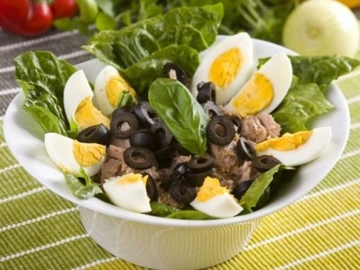 Salát s tuňákem a vejcem - Recepty na každý den
