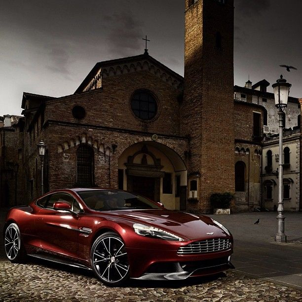 Gentil Beautiful Mysterious Aston Martin Vanquish!