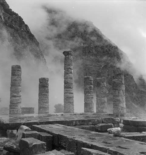 Ναός του Απόλλωνα,Δελφοί, γύρω στο 1950.φωτ.Βούλα Παπαιωάννου