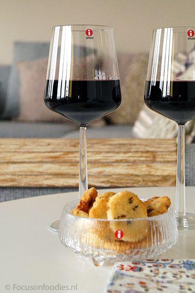 """Prachtige giftbox van Iittala voor de feestdagen, met o.a. een Ultima thule schaaltje en twee Essence wijnglazen: """"A toast to us""""!"""