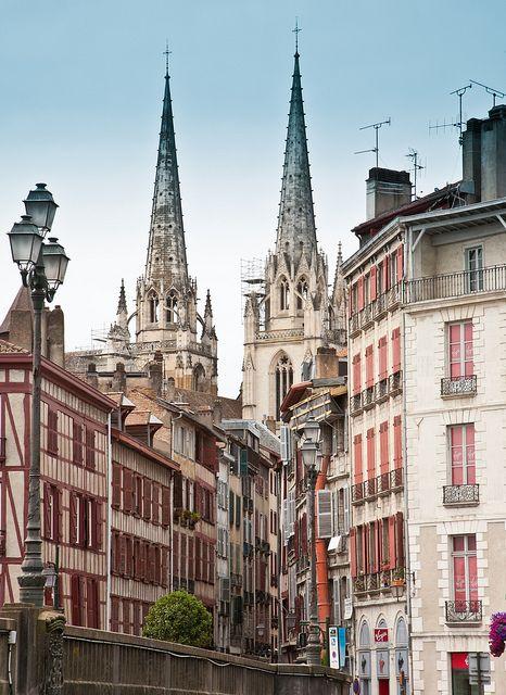 Bayonne, Pyrénées-Atlantiques, France #tourisme #campingcar