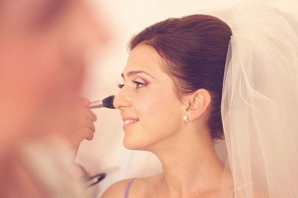 Vijf make-uptrends voor aanstaande bruidjes - Gazet van Antwerpen: http://www.gva.be/cnt/dmf20150421_01641237/vijf-make-uptrends-voor-aanstaande-bruidjes-de-do-s-en-dont-s-voor-een-stralende-look-op-je-trouwdag