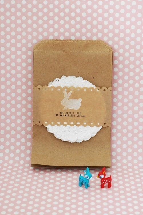 12 Kraft Bgs with Paper doilies