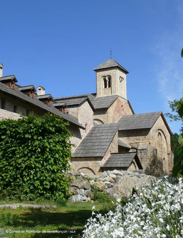 L'Abbaye de Boscodon est un monument historique classé des Hautes-Alpes, près d'Embrun et du lac de Serre-Ponçon.  Elle est située à la lisière du Parc National des Écrins, au cœur de la grande forêt de Boscodon ! www.serreponcon-tourisme.com/abbaye-de-boscodon-a-crots.html