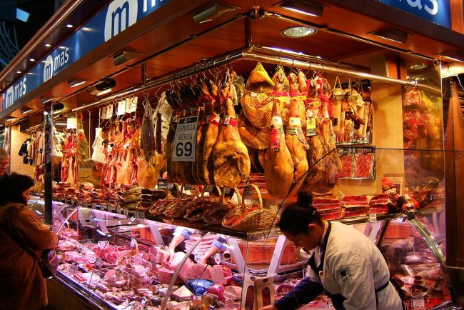 Métodos para la curación de la  carne:  Meat Marketing, La Boqueria, Food Marketing, Spanish Hams, Colmado Meatpack, Barcelona Trendy, Cure Meat, Barcelona Spain, Boqueria Barcelona