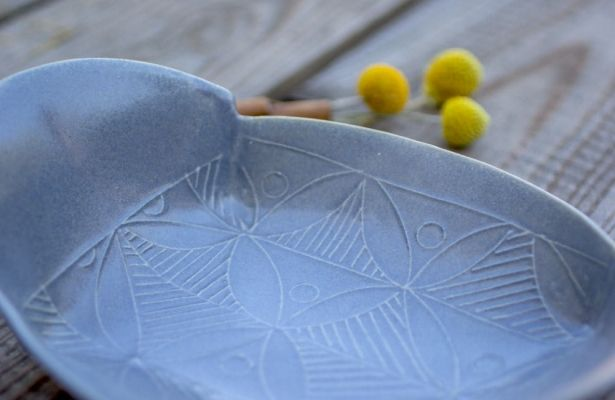 Gray Ceramic Winged Serving Tray / Modern Appetizer Plate by FreeFolding on Gourmly