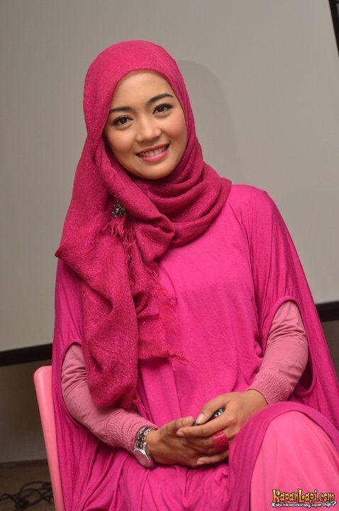 jilbab anggun warna pink nuri maulida