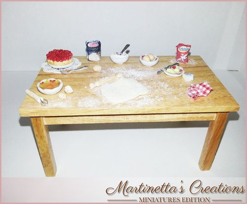 Tavolo preparazione dolci in SCALA 1: 12 : Miniatures Sweets Preparation Table scale 1:12 13.4cm x 7.7cm x 6.5cm 100% Handmade Every objects on the table has been realized in scale 1:12 with a careful observation of real objects. Every dish, objects except plates and cutlery,has been handmade totally realized in polymer clay without any stamp. This is a unique piece.  Any information at: https://www.facebook.com/MartinettaCreations  http://martinettascreations.blogspot.it/  or e-mail me at…