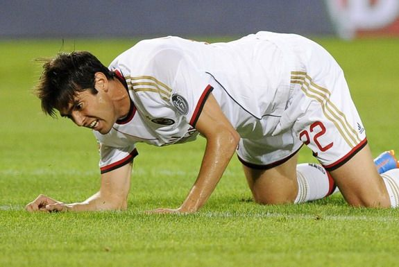 Kaká gives up pay during injury absence