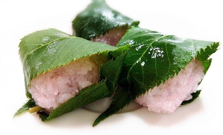 2月おすすめ商品より 『割烹桜餅』15個入 1個 約20gの小さな桜餅です。  中身は粒あん、桜の葉の香りが漂います♪ 前菜、八寸、お弁当等にどうぞ(*^^*) お取り寄せ商品となりますのでよろしくお願いします。  和光食材(株) 0234-41-0271 http://www.wako-net.com