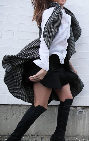 PEPPEREDNESS  fabulous capes from ARI PALOMA #capes #wintercapes #sleevelesscapes #coverup #flowy #fashion
