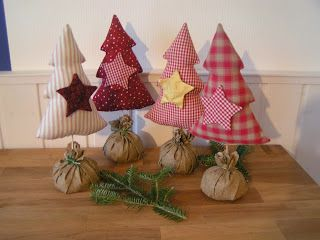 Weihnachtsbäume aus Stoff